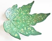 deco design nature morte plateau feuille plateau en ceramique ceramique fait main plateau vert : Plateau feuille en céramique