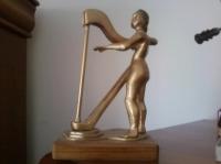 la belle a la harpe