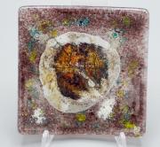 ceramique verre fleurs feuille art de table decoration motif vegetal : assiette carrée violette