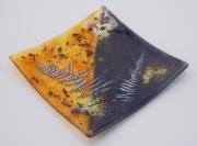 ceramique verre fleurs feuille art de table decoration motif vegetal : assiette carrée orange et noir