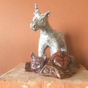 sculpture animaux email licorneau socle composition : L'alenvers