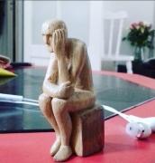 sculpture scene de genre homme assis sculpture : Le doute